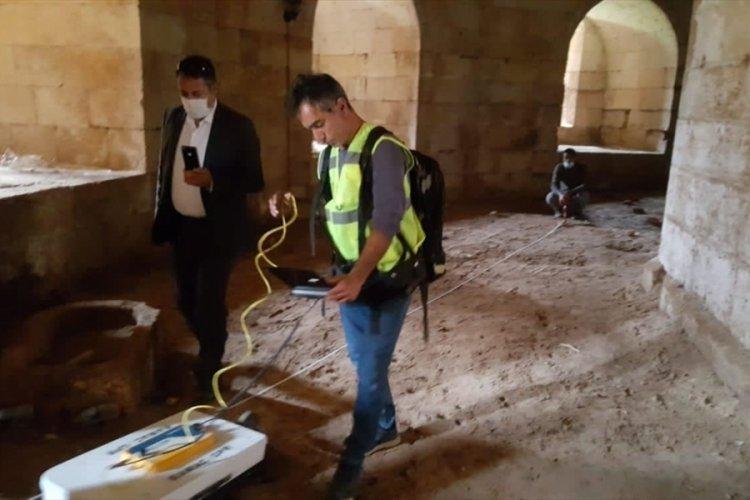 Tarihi Harran Kalesi'nde jeoradarla inceleme yapan 2 şüpheli kaymakamın dikkati sayesinde yakalandı