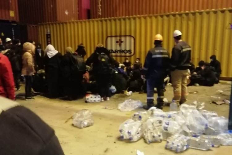 6 gündür konteyner içinde bulunan göçmenler ölmek üzereyken bulundu