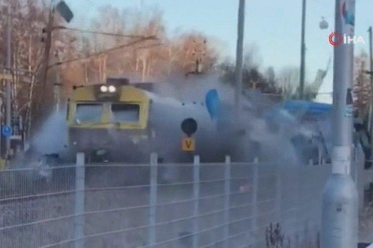 İsveç'te tren otobüsü biçti