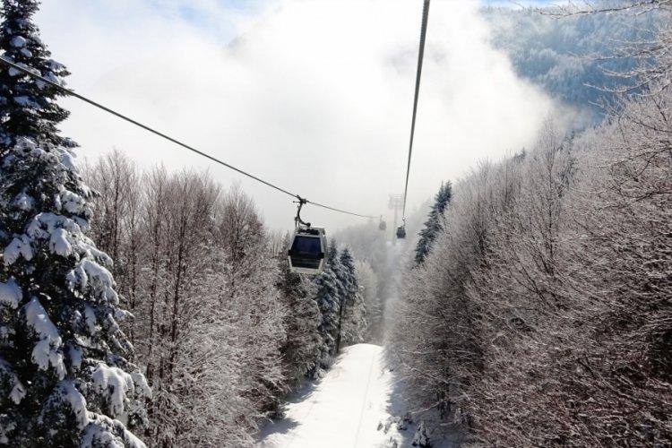 Kar ve güneşin keyfini Bursa Uludağ'da çıkardılar