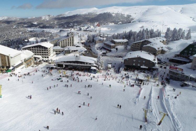 Bursa Uludağ'da güneşli havada kar keyfi