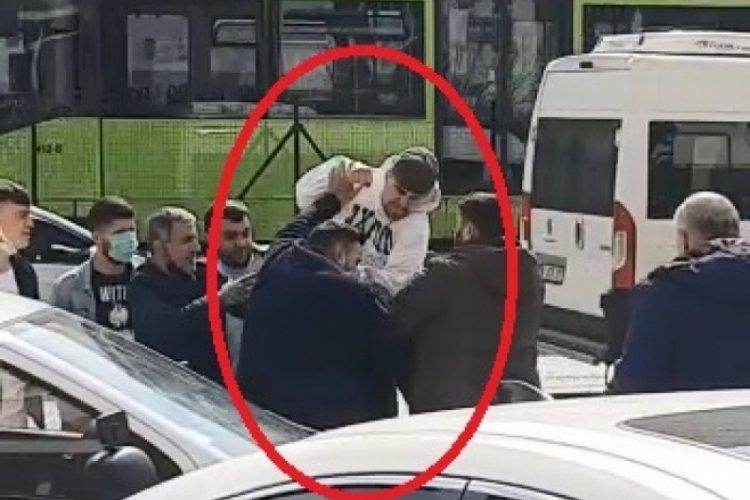 Bursa'da gençlerin 'Omuz atma' tartışması kameraya yansıdı - Bursada Bugün  - Bursa bursa haber bursa haberi bursa haberleri Bursa