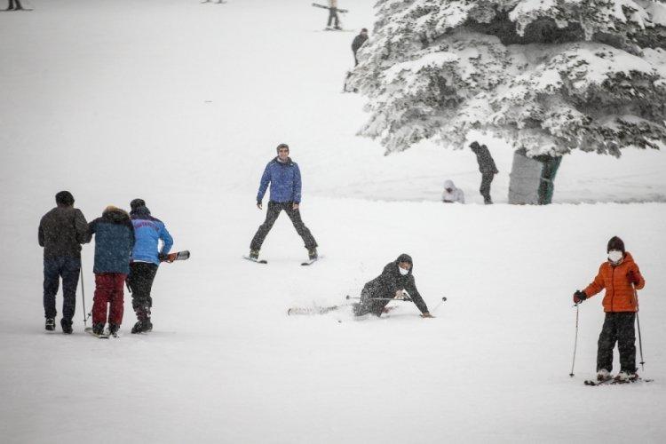 Bursa Uludağ'da kar yağışıyla hafta sonu pistler doldu