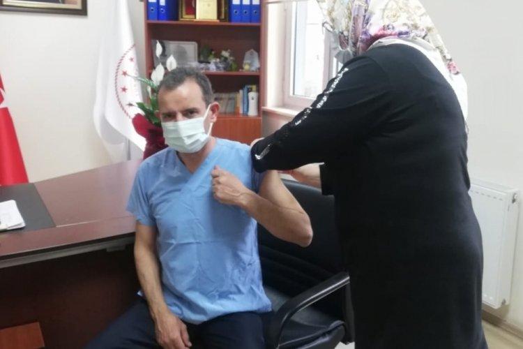 Bursa Orhangazi Kaymakamı Özçakıcı, Kovid-19 aşısı oldu