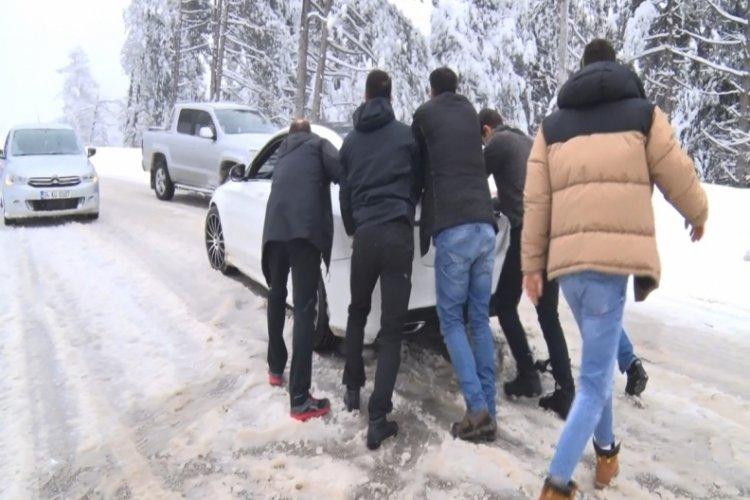 Bursa Uludağ'a çıkmak isteyen tedbirsiz vatandaşlar yolda kaldı