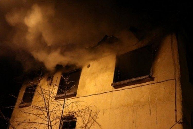 Bursa'da sobayı yakmak isterken evi yaktı