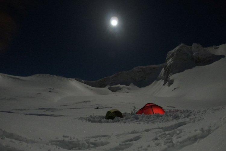 Bursalı dağcılardan dolunay altında kamp