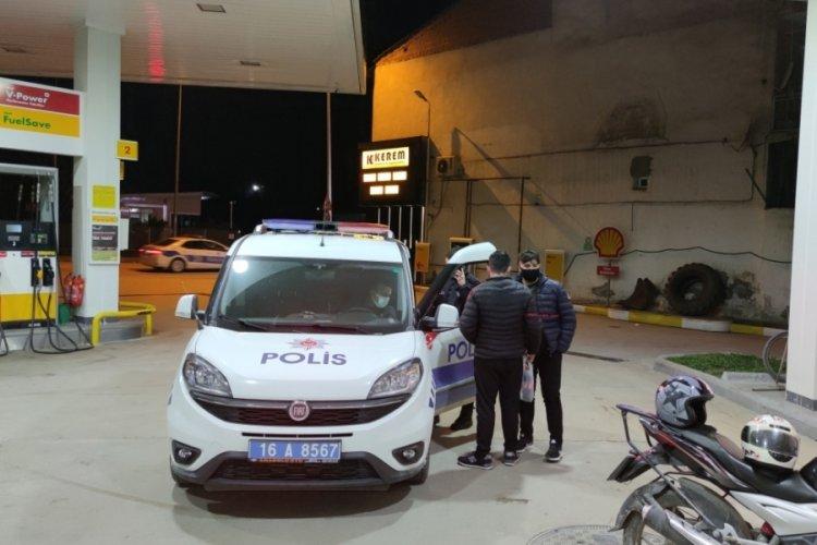 Bursa'da kısıtlama saatlerinde akaryakıt istasyonuna gelen 6 kişiye 18 bin 900 lira ceza