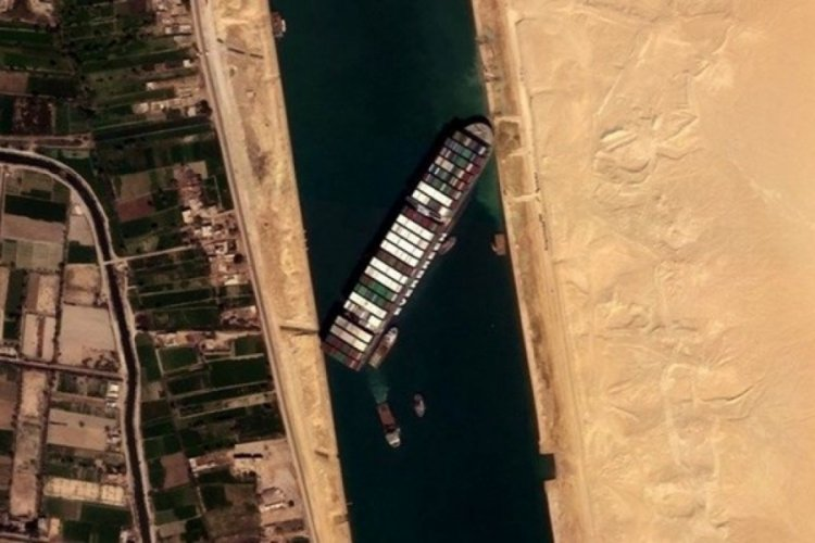 Mısır, Süveyş Kanalı'nı tıkayan gemiyi tazminat alana kadar alıkoyacak