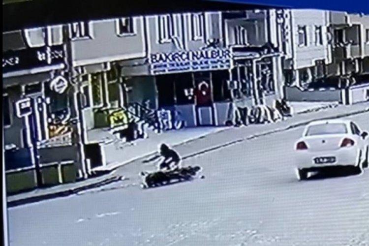 Bursa'da otomobilin çarptığı motosiklet sürücüsü yaralandı