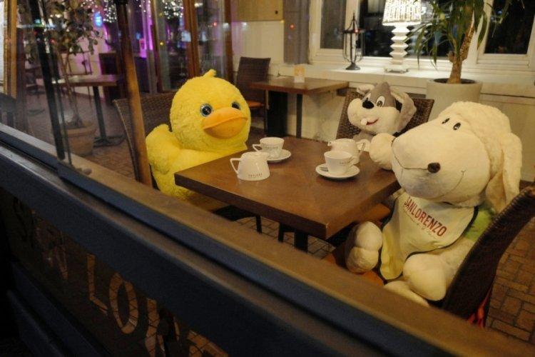 Restoranlar kapanınca oyuncaklar müşteri oldu