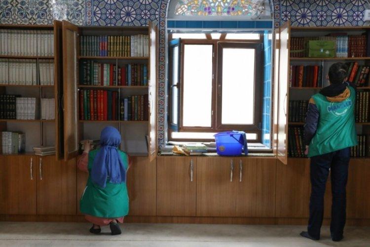 Bursa'da camilerde gönüllü temizlik