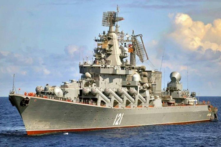 Rus savaş gemileri, Karadeniz'de tatbikata başladı