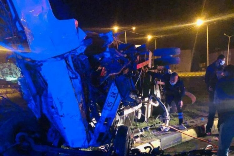 İki kamyonet çarpıştı: 1 ölü