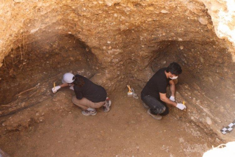 İş makinesinin göçüğünden 1500 yıllık insan iskeletleri çıktı