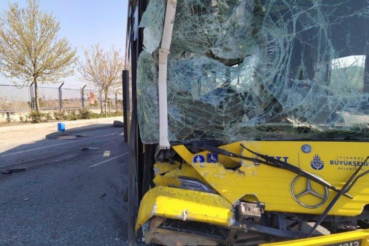 İETT otobüsü ve servis minibüsü kaza yaptı