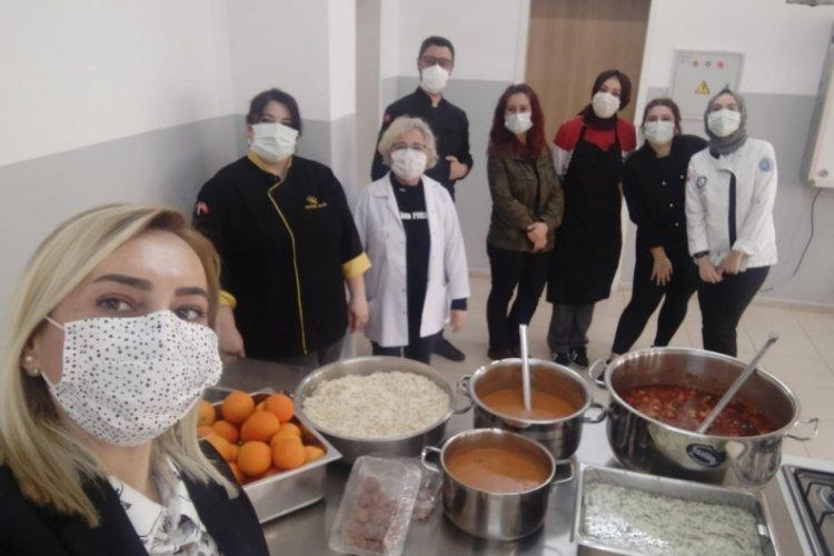 Bursa'da meslek liseliler iftarını paylaşıyor