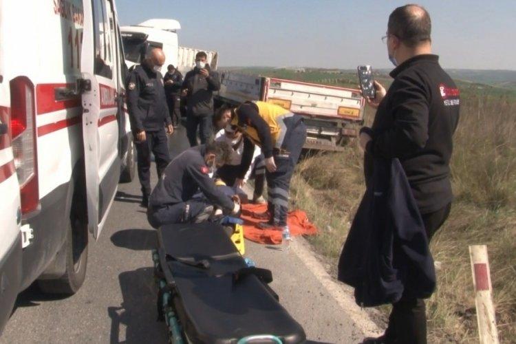 Hadımköy'de 2 tır kafa kafaya çarpıştı: 2 yaralı