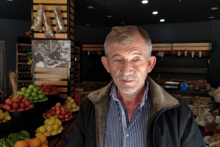 Bursa'da kalorifer bacasına sıkışan martıyı vatandaş kurtardı