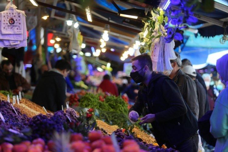 Bursa'da 3 günlük kısıtlama öncesi vatandaşlar pazara koştu!