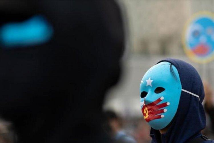 """İngiliz Parlamentosu, Çin'in Uygur Türklerine """"soykırım"""" yaptığını belirtti"""