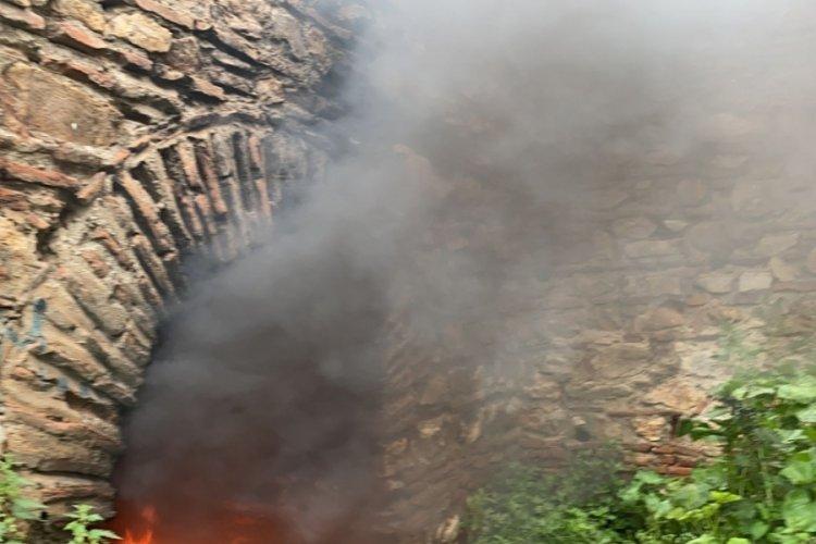 Bursa'da tarihi surları ateşe verdiler!
