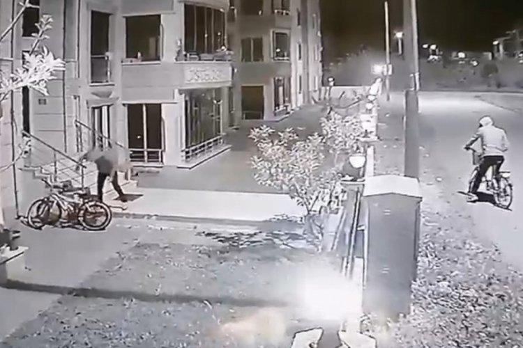 Bursa İznik'te bisiklet hırsızlığı kamerada