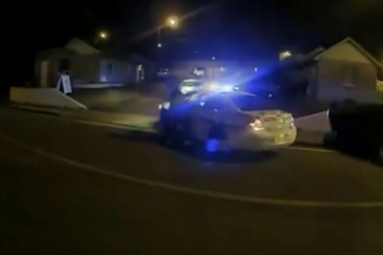 ABD polisi bıçakla üzerine koşan saldırgana kurşun yağdırdı