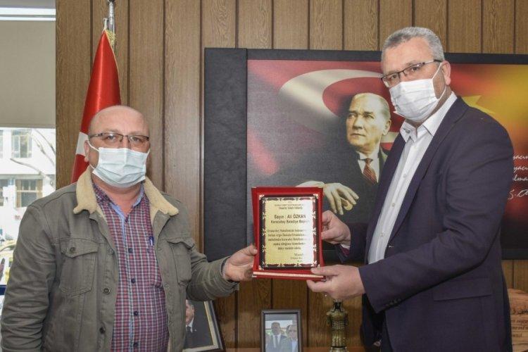 Bursa Karacabey Belediye Başkanı Özkan'a okula destekleri için teşekkür ziyareti