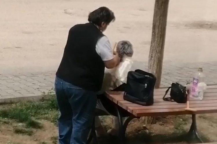 Bursa'da kısıtlamada sokak ortasında saç tıraşı görenleri şaşkına çevirdi