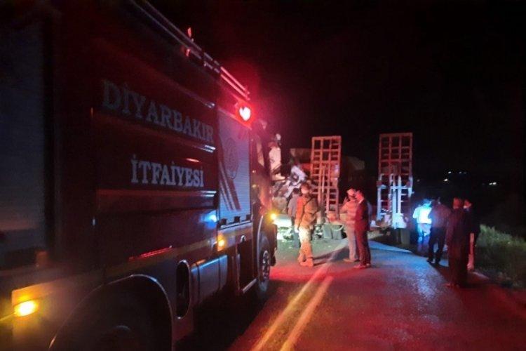 Diyarbakır-Bingöl karayolunda iki tır çarpıştı: 3 yaralı