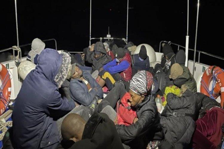 Ayvalık'ta 30 mülteci kurtarıldı