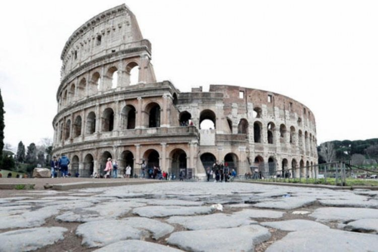 İtalya'da 11 bin 807 yeni vaka
