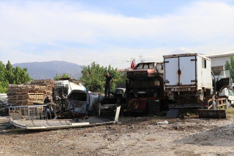 Yediemin otoparkında çıkan yangında 9 araç zarar gördü