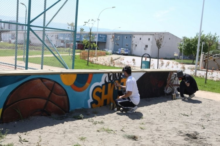 Bursa Nilüfer'de parklar graffiti ile renkleniyor