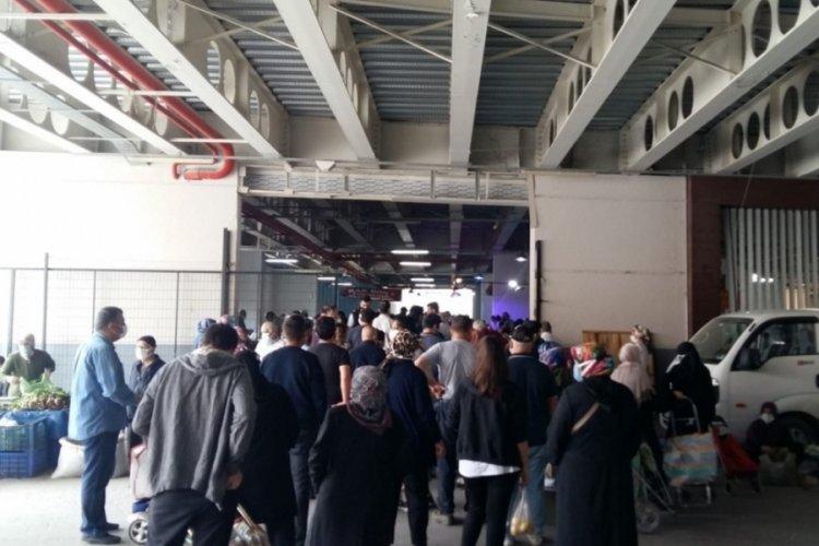 Bursa Gemlik'te 8 gün sonra kurulan pazarlarda vatandaşlar izdihama sebep oldu