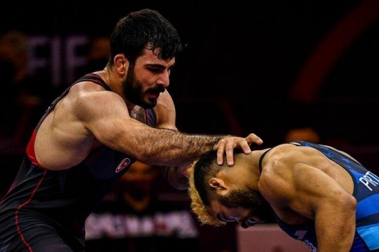 Türk güreşçi Fatih Cengiz, Tokyo Olimpiyatlarında yarı finale yükseldi