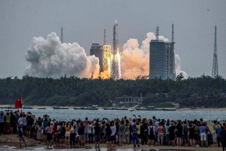 Çin'in roketi Hint Okyanusu'na düştü