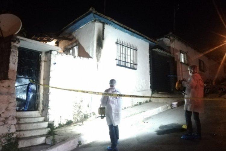 Molotof atıldığı ileri sürülen müstakil evde yangın çıktı