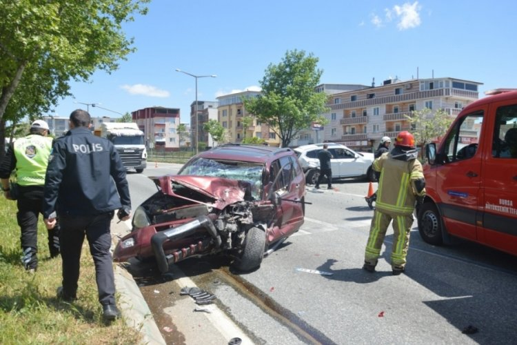 Bursa'da polis kontrol noktasında feci kaza