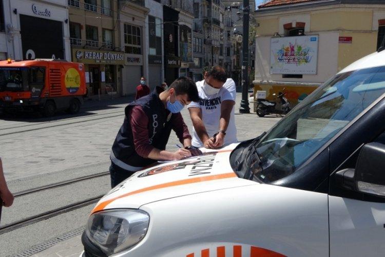 Taksim'de turistlere denetim