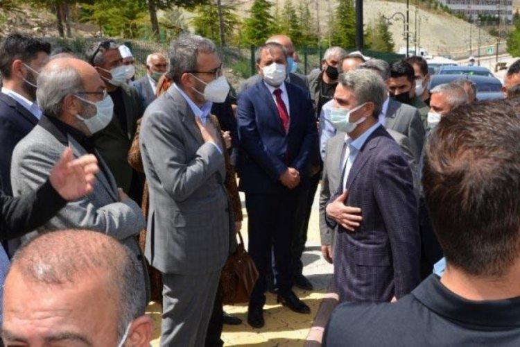AK Parti'li Ünal, dayısının cenazesine katıldı