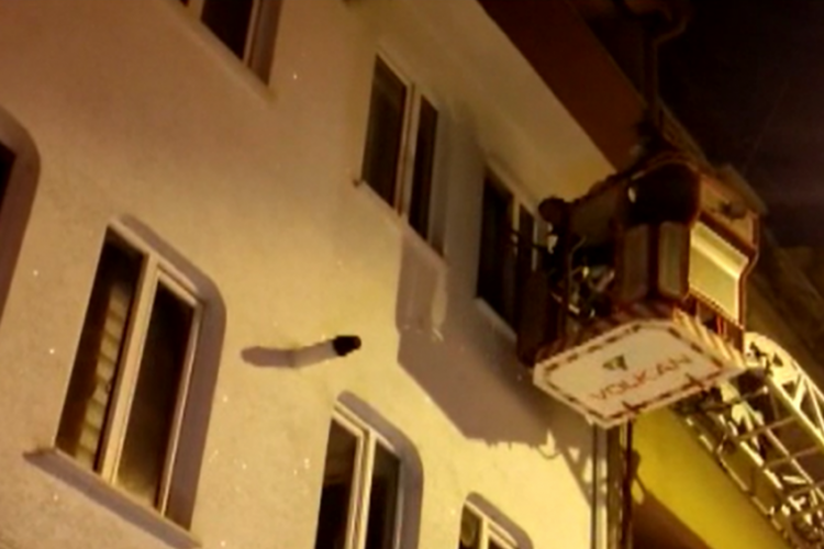Bursa'da uyuyakalan kadın, itfaiye ve polisi alarma geçirdi