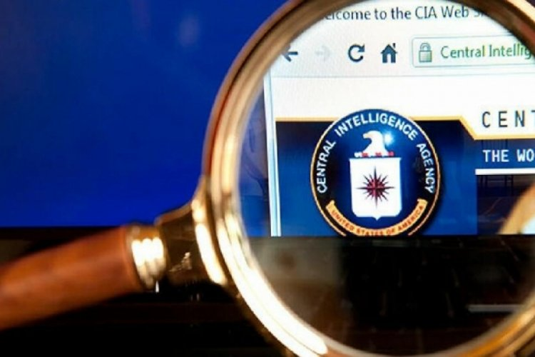 CIA, gay kütüphane memuruyla reklamını yaptı