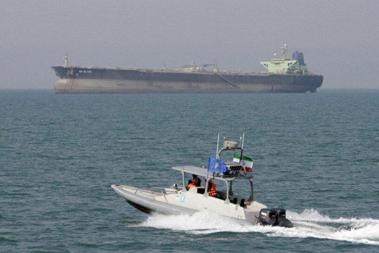 ABD, İran botlarına 30 uyarı atışı yaptı