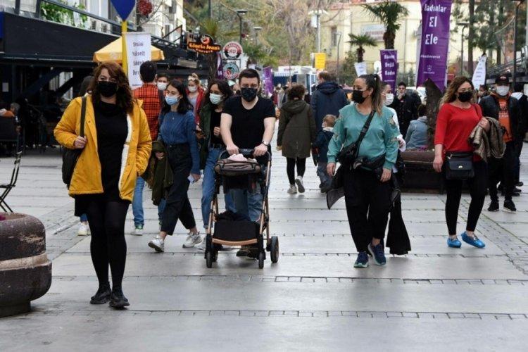 İzmir'de koronavirüs vakaları azalmaya devam ediyor