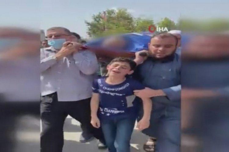 Filistinli çocuğun İsrail saldırısında ölen babasına vedası yürekleri burktu