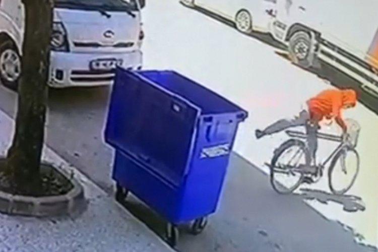 Bursa'da bisikletin çalınma anı kamerada