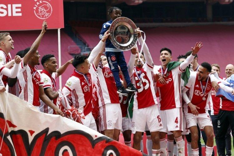 Ajax, şampiyonluk kupasını eritip taraftara dağıttı!