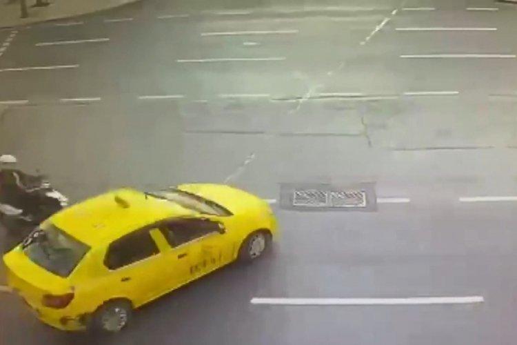 Kaza geçiren kuryenin telefonunu çaldı